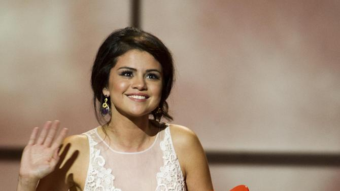 Award recipient Selena Gomez appears onstage at the Glamour Women of the Year Awards on Monday, Nov. 12, 2012 in New York. (Photo by Charles Sykes/Invision/AP)
