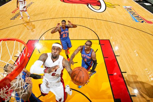James scores 32, Heat roll by Knicks 100-67