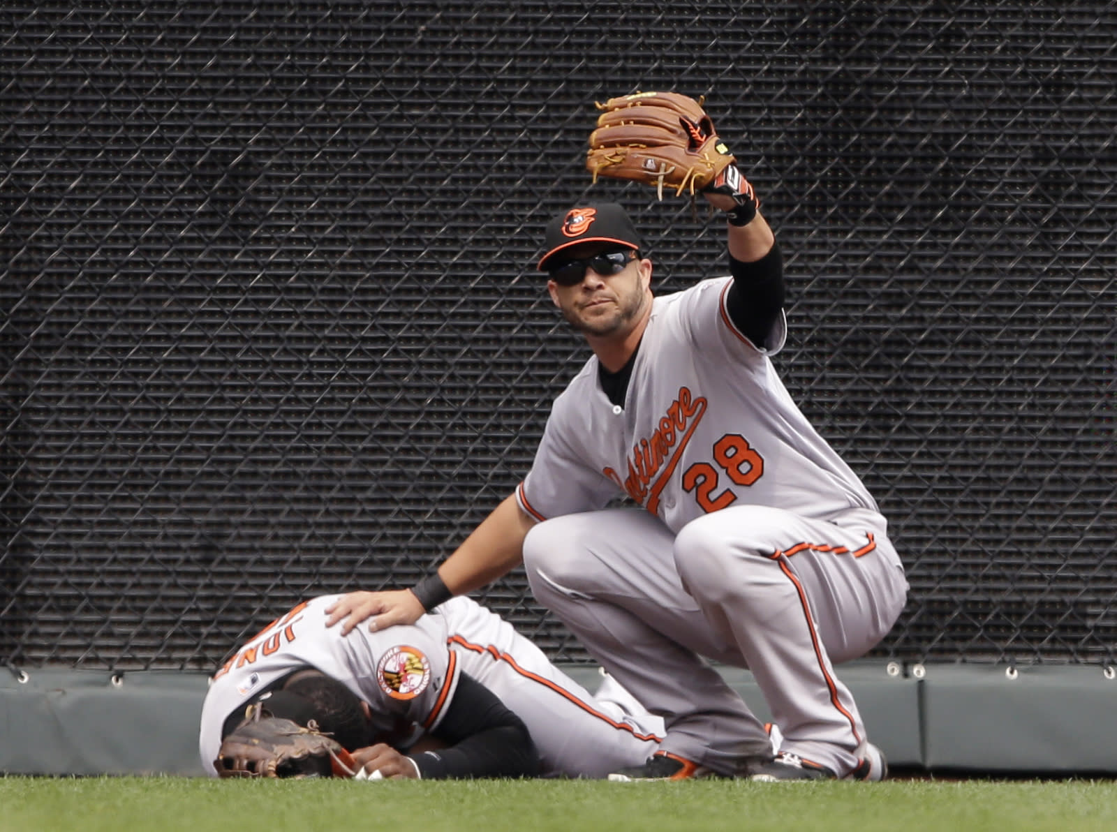 LEADING OFF: Orioles CF Jones gets checked, Kershaw starts