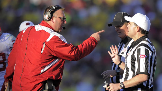 Wisconsin coach Bret Bielema, center, argues with an official during the first half of the Rose Bowl NCAA college football game against Oregon, Monday, Jan. 2, 2012, in Pasadena, Calif.  (AP Photo/Mark J. Terrill)