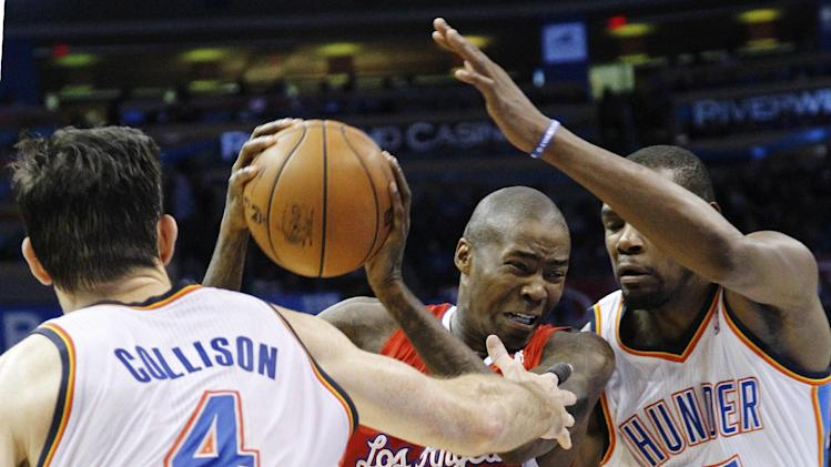Los Angeles Clippers guard Jamal Crawford (11) drives between Oklahoma City Thunder forwards Nick Collison (4) and Kevin Durant (35) in the second quarter of an NBA basketball game in Oklahoma City, Wednesday, Nov. 21, 2012. (AP Photo/Sue Ogrocki)