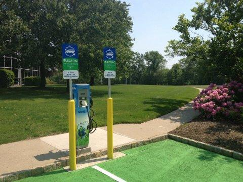 MetLife Unveils Innovative Electric Car Charging Program for Its Employees at 14 U.S. Campuses