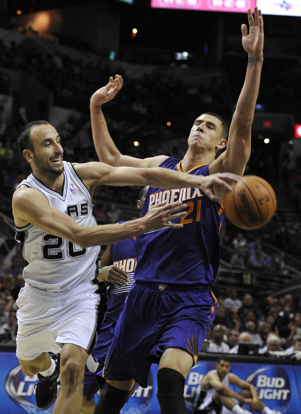 Green helps Suns beat Spurs