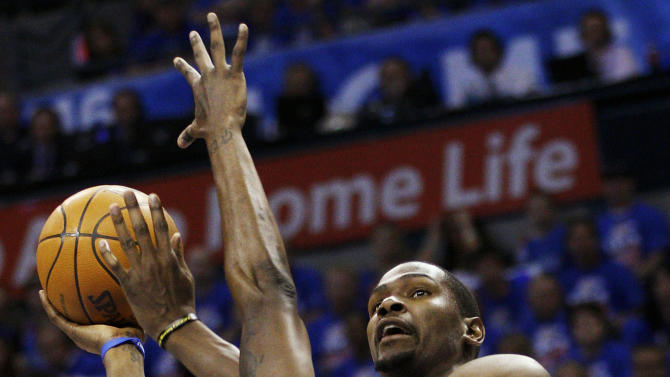 Oklahoma City Thunder forward Kevin Durant, right, shoots over Los Angeles Lakers forward Devin Ebanks (3) in the second quarter of Game 5 in their NBA basketball Western Conference semifinal playoff series, Monday, May 21, 2012, in Oklahoma City. (AP Photo/Sue Ogrocki)
