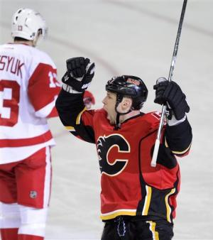 Begin scores 2, Flames hold off Red Wings 3-2