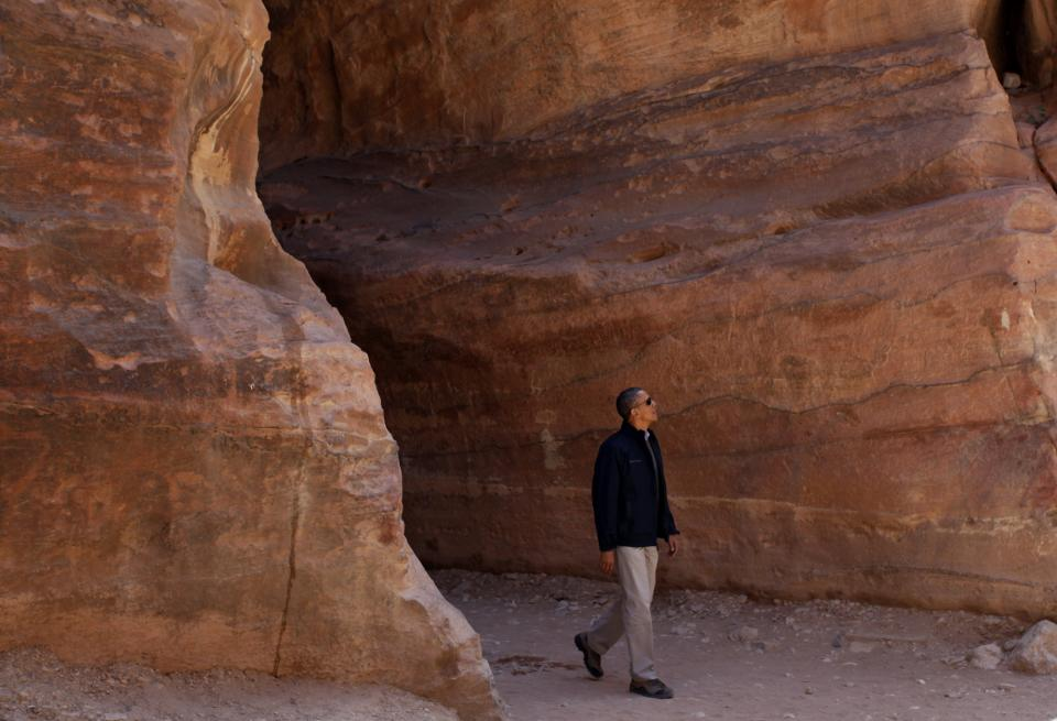 U.S. President Barack Obama visits the ancient city of Petra, Jordan, Saturday, March 23, 2013. (AP photo/Mohammad Hannon)