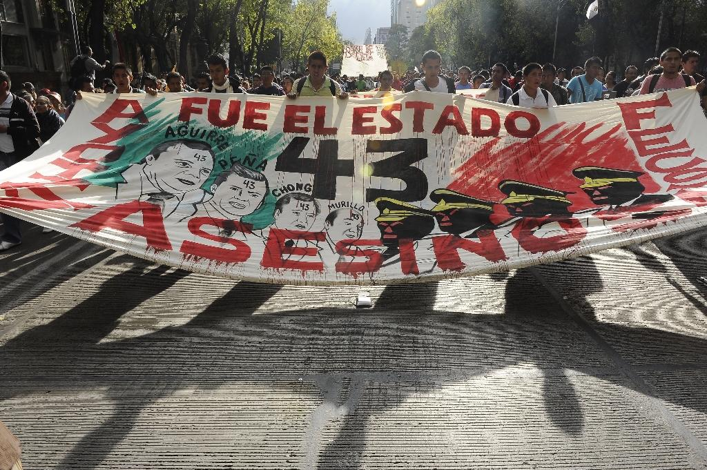 Thousands march in Mexico for 43 missing students
