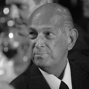 Legendary Fashion Designer Oscar de la Renta Dead At 82