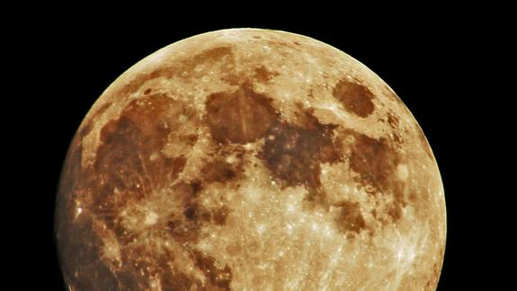 Moon Water Mystery: Scientists Point to Solar Wind as Origin