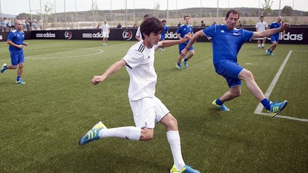 Former football international Zinedine Zidane's son Enzo (C) (AFP)