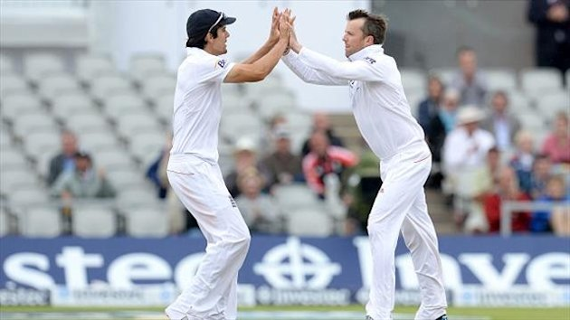 Graeme Swann, right, has heaped praise on Alastair Cook, left