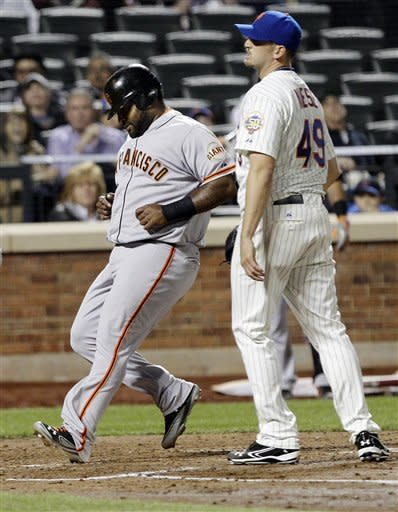Giants hold on to beat Mets 4-3 in 10 innings