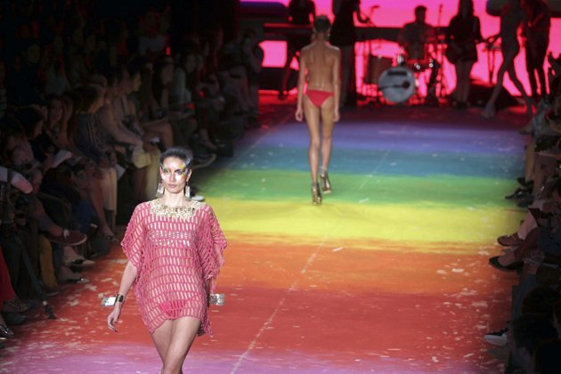 Bikini unik di Rio Fashion Week