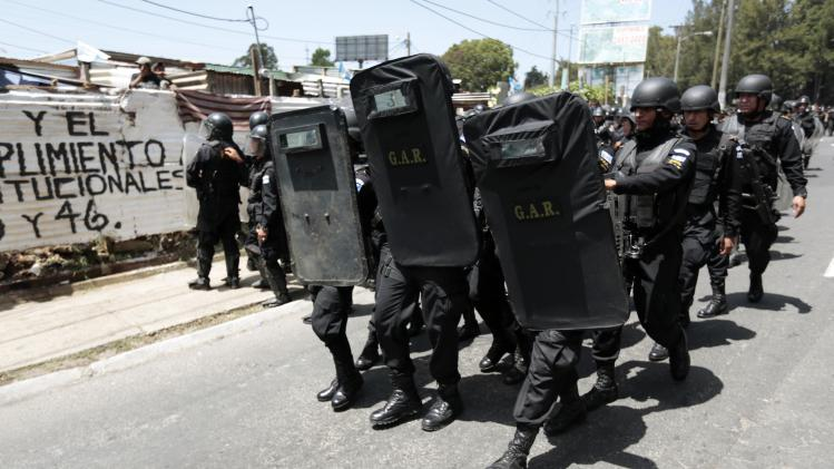 "Anti-riot police arrive to evict residents at the ""Buena Vista"" slum in Guatemala City"