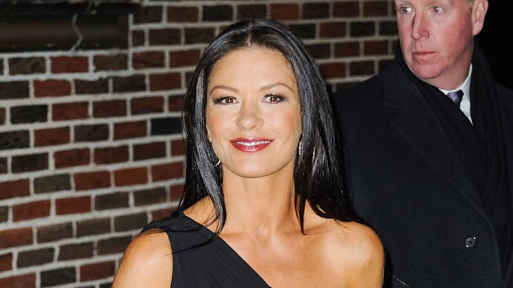 Catherine Zeta-Jones in nero al Letterman Show