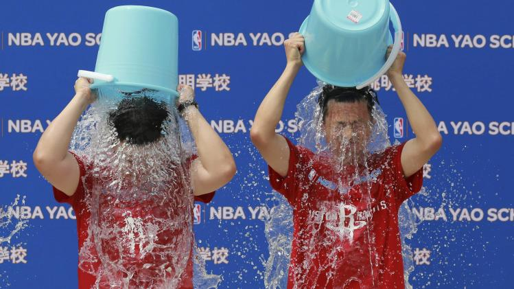 Zhang and Lu dump buckets of ice water on themselves before Yao takes part in the ALS ice bucket challenge in Beijing