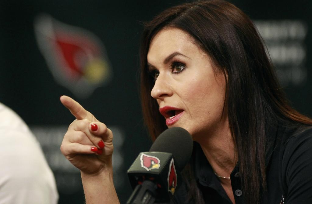 Woman football coach will be Mayweather's guest at fight