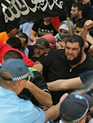 Australian police clash with Muslim protesters in Sydney