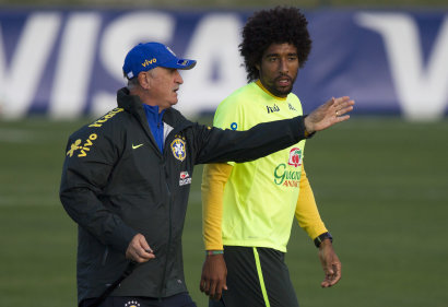 Brazil's coach Luiz Felipe Scolari, left, gives instructions to his player Dante during a practice session at the Granja Comary training center, in Teresopolis, Brazil, Sunday, July 6, 2014. Brazil will face Germany in their World Cup semifinals' match, without superstar soccer player Neymar. (AP Photo/Leo Correa)