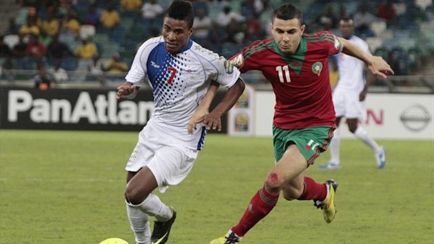 Cape Verde's Platini (L) runs for the ball against Morocco's Oussama Assaidi during their Africa Cup of Nations (AFCON 2013) Group A soccer match in Durban January 23, 2013 (Reuters)