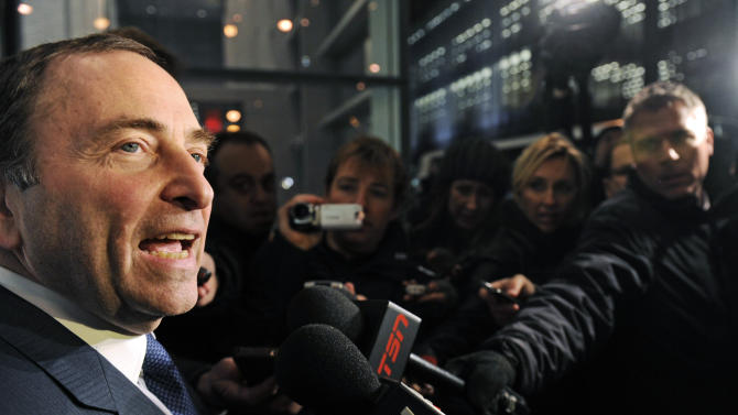 NHL Commissioner Gary Bettman speaks to reporters following labor talks, Friday, Nov. 9, 2012, in New York. The league and the players' association met Friday for the fourth straight day trying to reach an agreement to end the lockout. (AP Photo/Louis Lanzano)