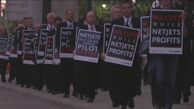 NetJets pilots protest outside Berkshire Hathaway's annual meeting