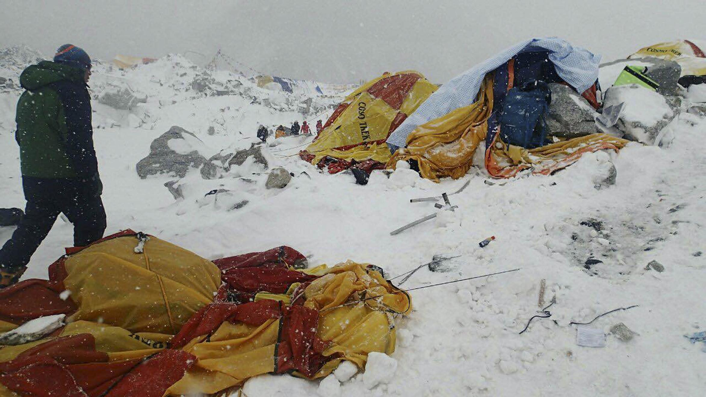 Avalanche sweeps Everest region, killing 17, injuring 61