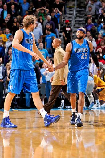 Carter 3 lifts Mavs over Hornets, 104-100