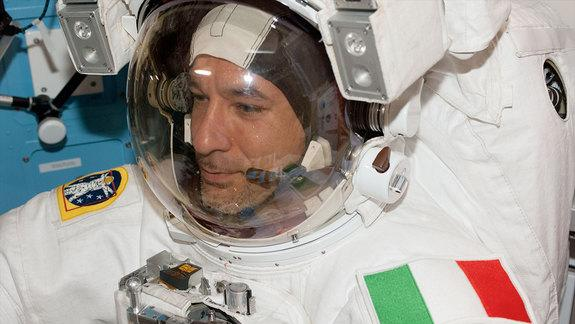 Italian Astronaut Recounts Near-Drowning in Spacesuit (Video)