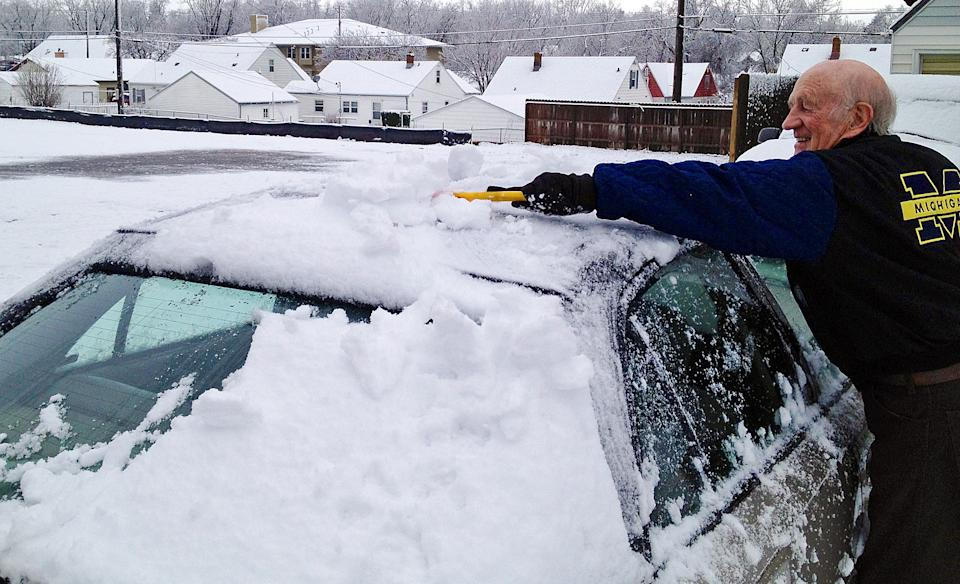 Arvid Buseman clears snow off his car Wednesday morning, May 1, 2013 in central Sioux Falls, S.D. Sioux Falls, South Dakota's largest city, got its first May snowfall in 37 years Wednesday and its largest May amount since 1944. (AP Photo/The Argus Leader, Dalton Walker)  NO SALES
