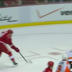 Johan Franzen unleashes a blast