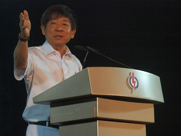 Khaw Boon Wan, minister for national development, gave his speech urging voters to look forward to a new future in Hougang with PAP candidate Desmond Choo. (Yahoo! Singapore/ Alvin Ho)