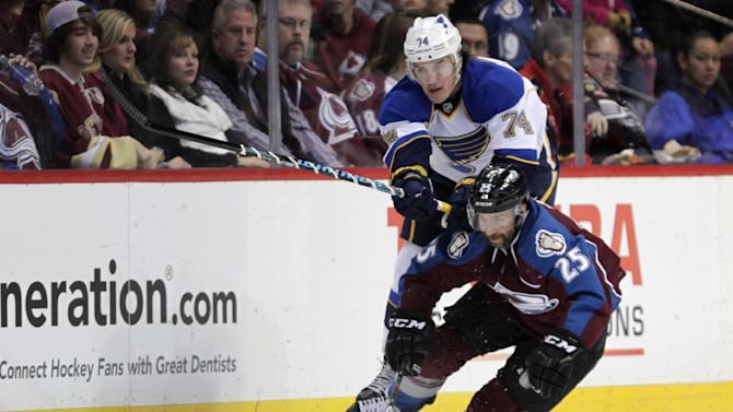 Halak stops 24 shots, Blues beat Avalanche 4-1
