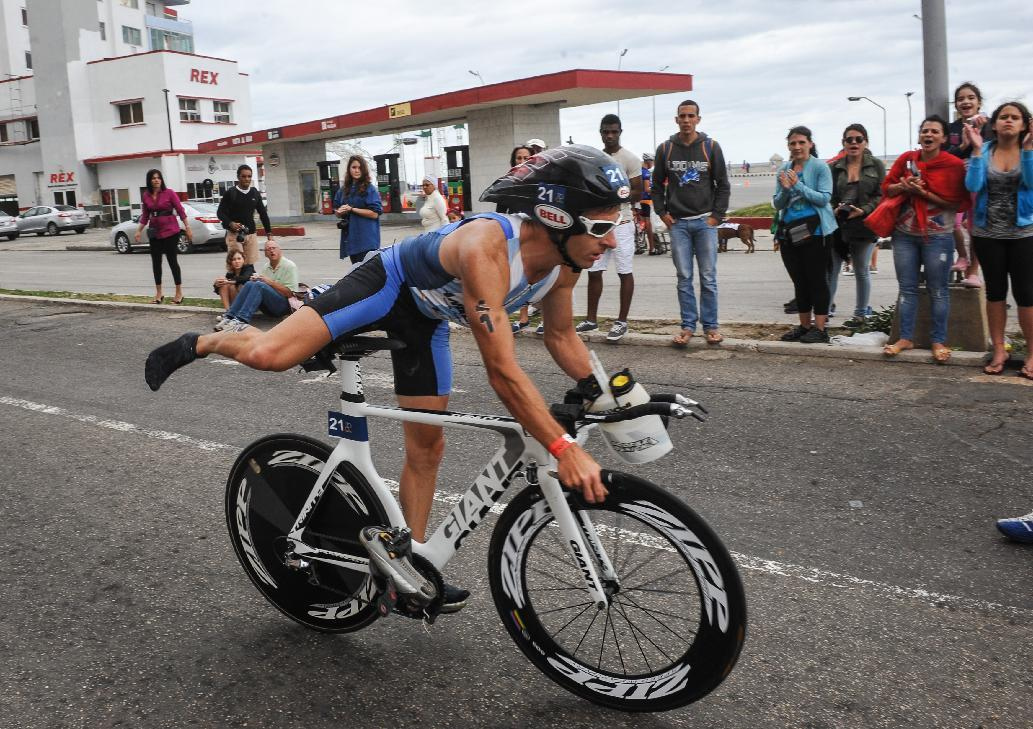 Amid detente, triathlon brings Americans and Cubans together