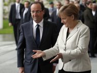 Hollande, Merkel pledge to seek growth for Europe