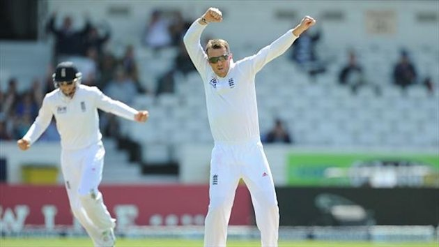 Graeme Swann celebrates the wicket of New Zealand's Dean Brownlie