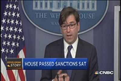 Obama backs bill imposing new sanctions on Russia