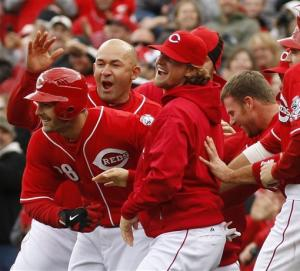 Votto's 4 hits help Reds rally past Cards 4-3