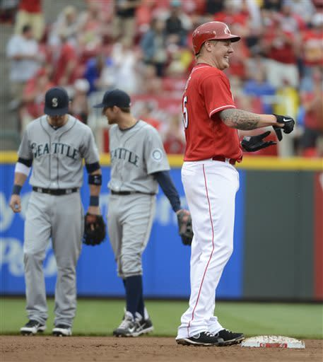 Latos, Izturis lead Reds over Mariners 13-4