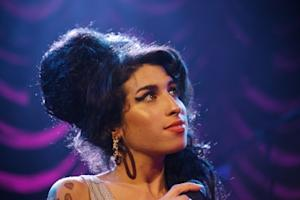Amy Winehouse performing on stage in 2007 -- Getty Premium