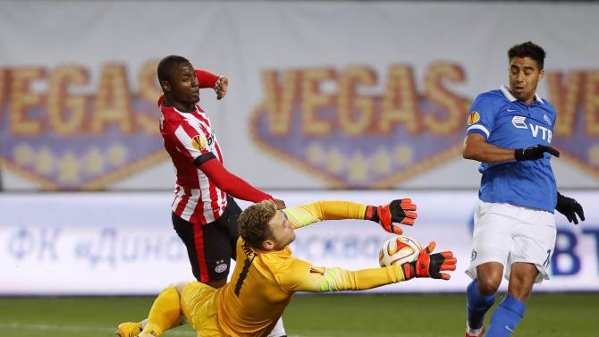 PSV Eindhoven's Willems and goalkeeper Zoet save a shot from Dinamo Moscow's Noboa during their Europa League Group E soccer match at the Arena Khimki outside Moscow