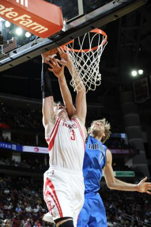 Parsons scores 32 as Rockets beat Mavericks