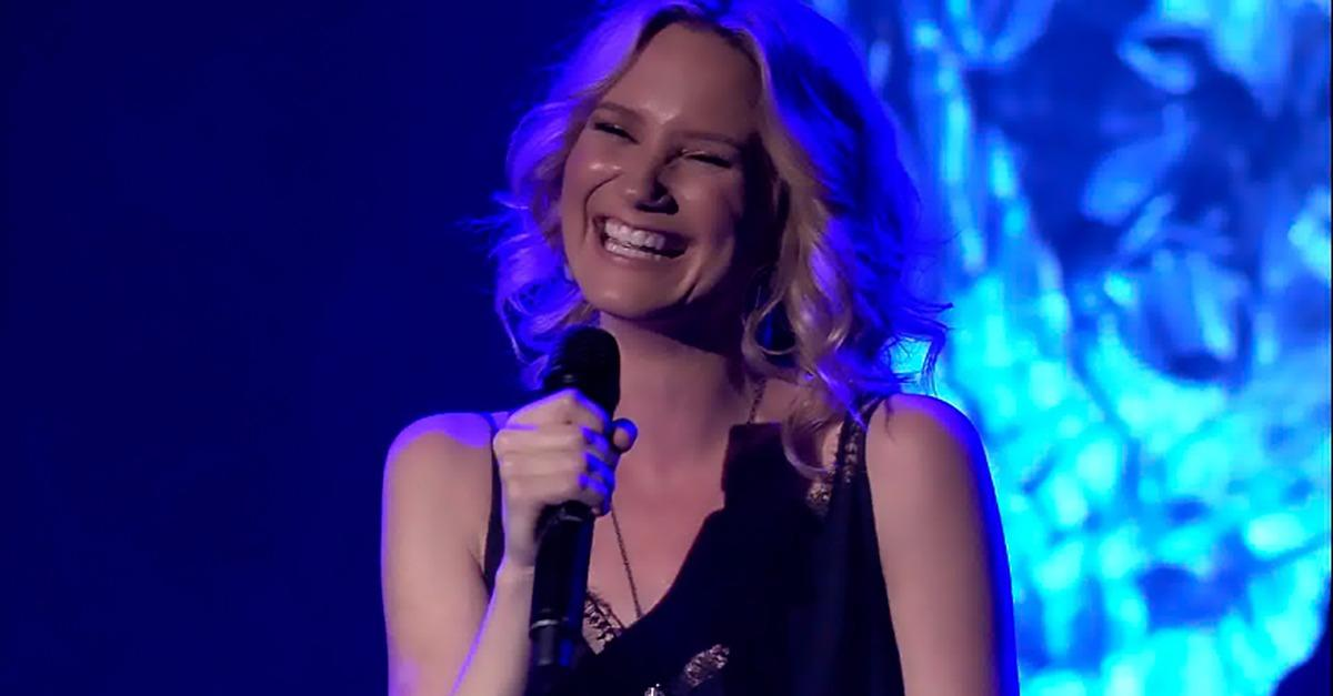 Exclusive Backstage Interview w/ Jennifer Nettles!