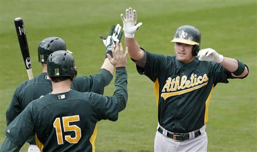 Donaldson breaks out of slump with 2 homers