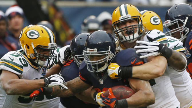 Chicago Bears running back Matt Forte (22) is sandwiched between Green Bay Packers  linebackers Brad Jones (59) and Clay Matthews, right, in the first half of an NFL football game in Chicago, Sunday, Dec. 16, 2012. (AP Photo/Charles Rex Arbogast)