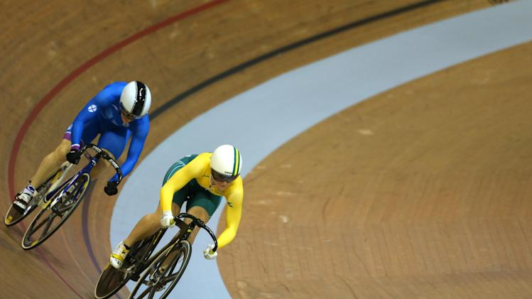 Australia's Anna Meares, right, and Scotland's Jenny Davis compete in the Women's sprint quarterfinal at the Chris Hoy velodrome at the Commonwealth Games Glasgow 2014, Scotland, Saturday July 26, 2014. (AP Photo/Peter Morrison)
