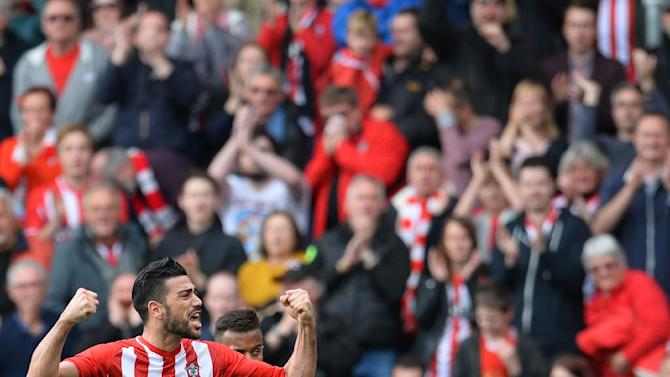 Southampton's Italian striker Graziano Pelle (L) celebrates after scoring during the English Premier League football match between Southampton and Tottenham Hotspur at St Mary's Stadium in Southampton on April 25, 2015