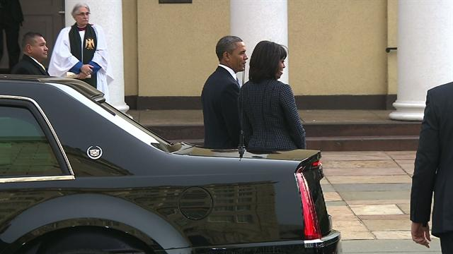 Obamas arrive at church before inauguration