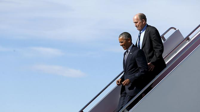 Obama and Walker arrive aboard Air Force One at Elmendorf Air Force Base in Anchorage, Alaska