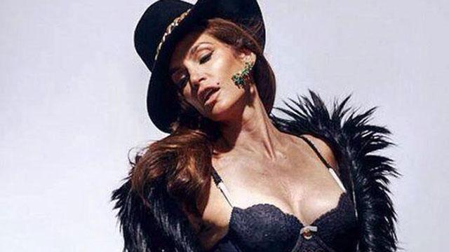 Cindy Crawford on Unretouched Photo Leak: 'Why Would a Bad Picture of Me Make Other People Feel Good?'
